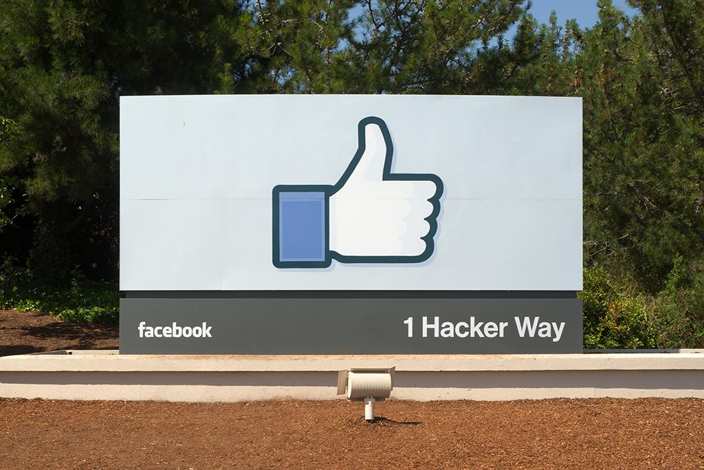 Facebook cartel sede